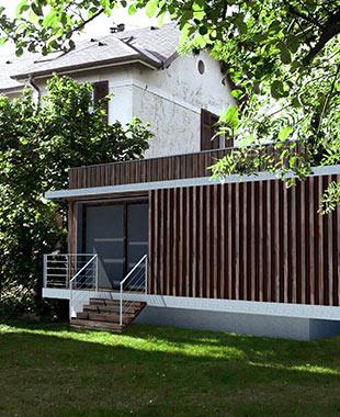 Création d'une extension d'une maison individuelle - Extension contemporaine – Brdage à claire-voie – Ossature bois – Toiture plate